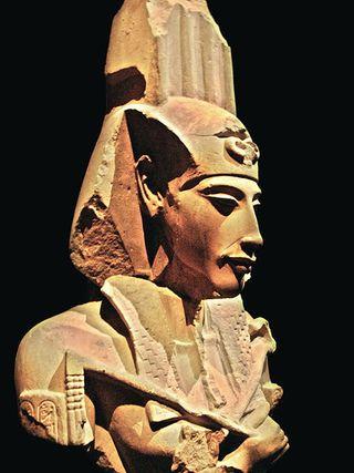 450px-Akhenaten_-_Ajenatón